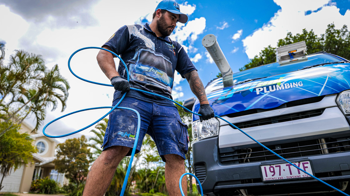 Indooroopilly plumber unblocking a drain